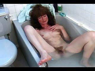 목욕에 털이 많은 성숙한