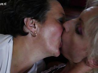 늙고 젊은 레즈비언 그룹 섹스