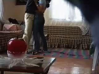 이웃 스파이 캠에 의해 범 해지는 아랍어 소녀