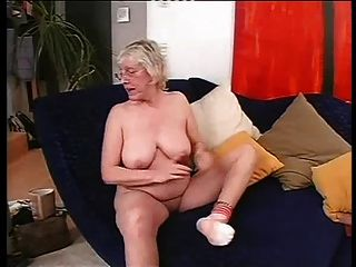 할머니 안경에 섹스를 사랑한다.
