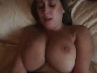 큰 titted 영국 유부녀 씨발 그녀의 가슴 크림을 가져옵니다!