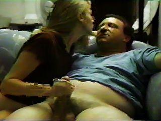 여자 친구와의 소파에서의 섹스