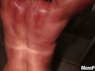 샤워에 좆 된 거대한 쿠거