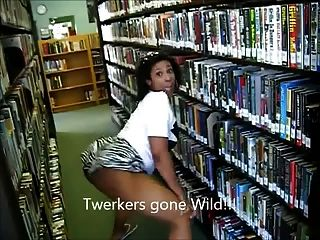 (lmfao !!) 흑단의 부츠는 도서관 ameman에서 twerking한다.