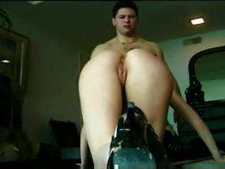 금발의 여인이 머리를주고 열심히 바닥에 거시기