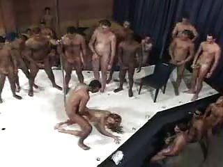 브라질 여자와 남자 100 명