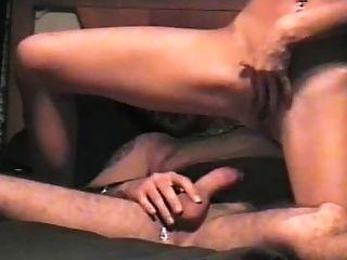 그는 천천히 csm을 묶어 그녀의 자식을 망친다.