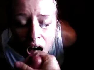 얼굴에서 정액과 오르가슴을 구걸한다.
