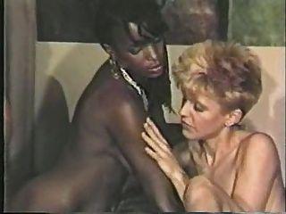 흑인 여자, 백인 소년 레즈비언 장면