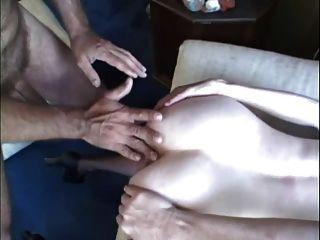 털이 빨간 머리 성숙한 milf tabitha는 결국 엉덩이에 그것을 가져옵니다