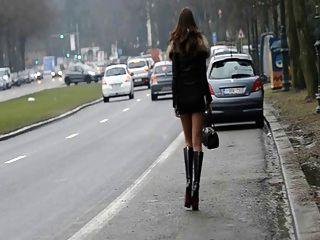 창녀가 영원히 !!거리에서 공공 장소에서 내 엉덩이를 움직이십시오.