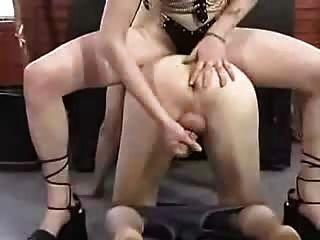 그녀의 노예를 짜내는 돔