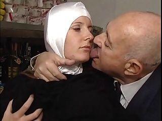 수녀와 더러운 늙은이 부드러운
