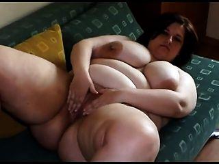 큰 가슴 스트립 및 재생 지방 젊은 여자