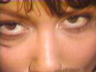 제인 좋은 벌과 샤론 케인 레즈비언 장면