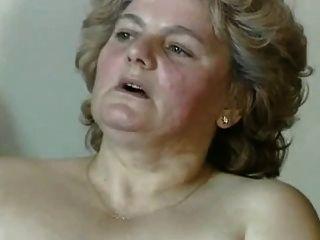 털이 음부와 통통 금발 할머니