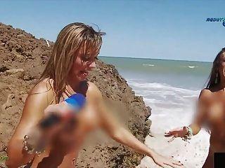 브라질 누드 해변의 재미있는 보고서