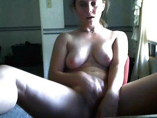 여자는 그녀의 vibe 딜도와 함께 캠과 cums 하드 재생