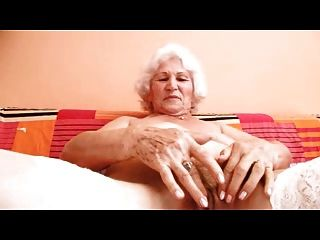변화를위한 할머니 정상 손가락