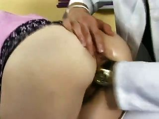 슈퍼 섹시한 암캐가 좆 \u0026 의사에 의해 fisted