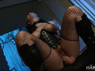 harmonyvision 큰 엉덩이 베이비 그녀의 엉덩이에 검은 수탉을 요구