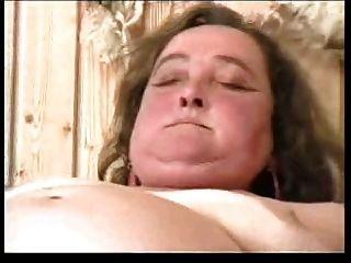 털이 많은 뚱뚱한 할머니 r20