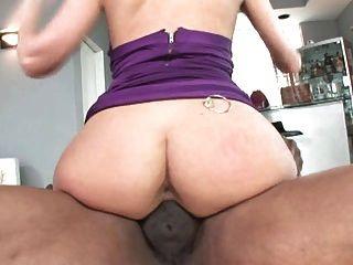 뚱뚱한 하얀 엉덩이 여자 대 큰 검은 수탉들, 1 부