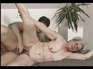 회색 머리 할머니 삼인조