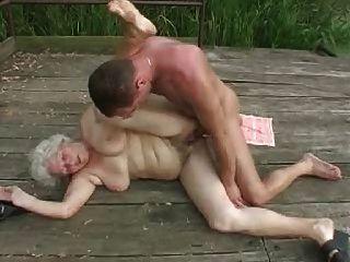 젊은 남자와 할머니 .by pornapocalypse
