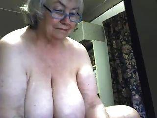 사랑스러운 뚱뚱한 할머니 분비물