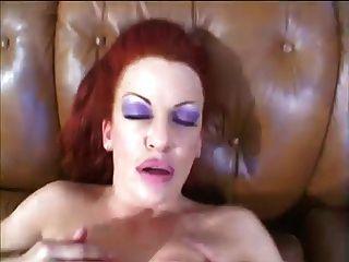 뜨거운 busty 빨간 머리 milf 매춘부
