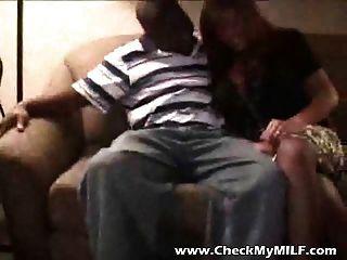 두 흑인이 좆하는 큰 가슴을 가진 뻐꾸기 milf