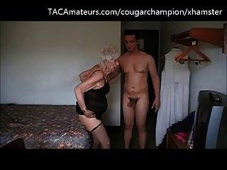 챔피언은 90 살짜리 할머니 마레 (garg)를 엿 먹어.
