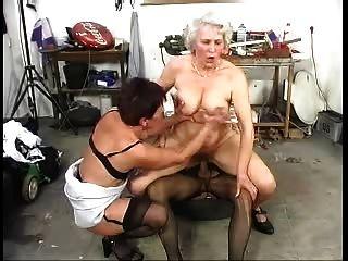 두 털이 오래된 할머니는 거시기와 재미있다.