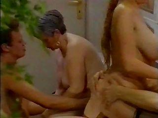 뜨거운 큰 titted 여자는 anally 2 (satanika에 의해)