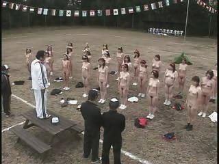 성숙한 일본 여성 스트립과 운동