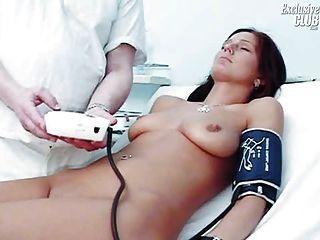 kinky old doctor에 의한 sara gyno 음경 검경 검사