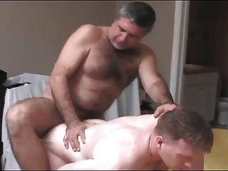 두 아빠가 빌어 먹을.