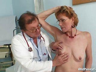 고령자 노인 mila는 gyno 진료소 검사를 필요로한다