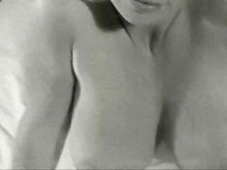 버지니아 벨 미소하고 카메라 장난