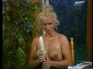 린 여사가 말하고 그녀의 성기와 놀아 라.
