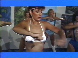 에어로 섹스 소녀 1983 레즈비언 영화 (파트 2)
