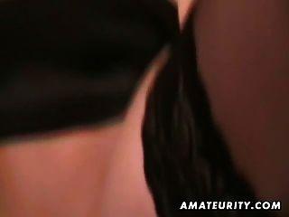 뜨거운 금발 아마추어 여자 친구가 얼굴을 빨고 섹스