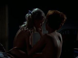 우드와 트 레블 레즈비언 장면