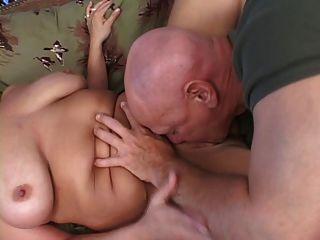 금발의 bbw는 좆되고 가슴은 정액으로 덮여
