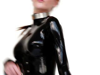 라텍스 catsuit 및 발레 부츠 모델.