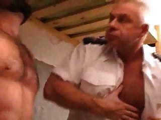 교도소에서 엿 먹어라.