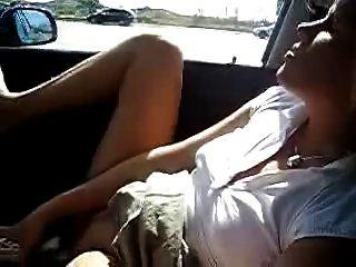 내 뜨거운 아내가 차에서 자위하고있다.아마추어 공개 누드