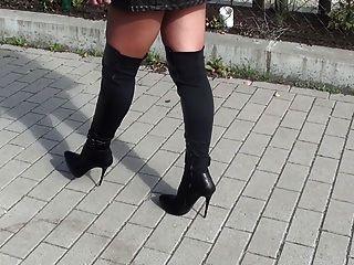 매춘부를 기다리는 매춘부 + 내 란제리를 보여주는