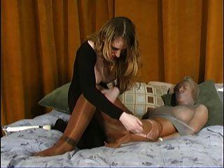 엉덩이, 고양이와 발 숭배 노예 부분 3
